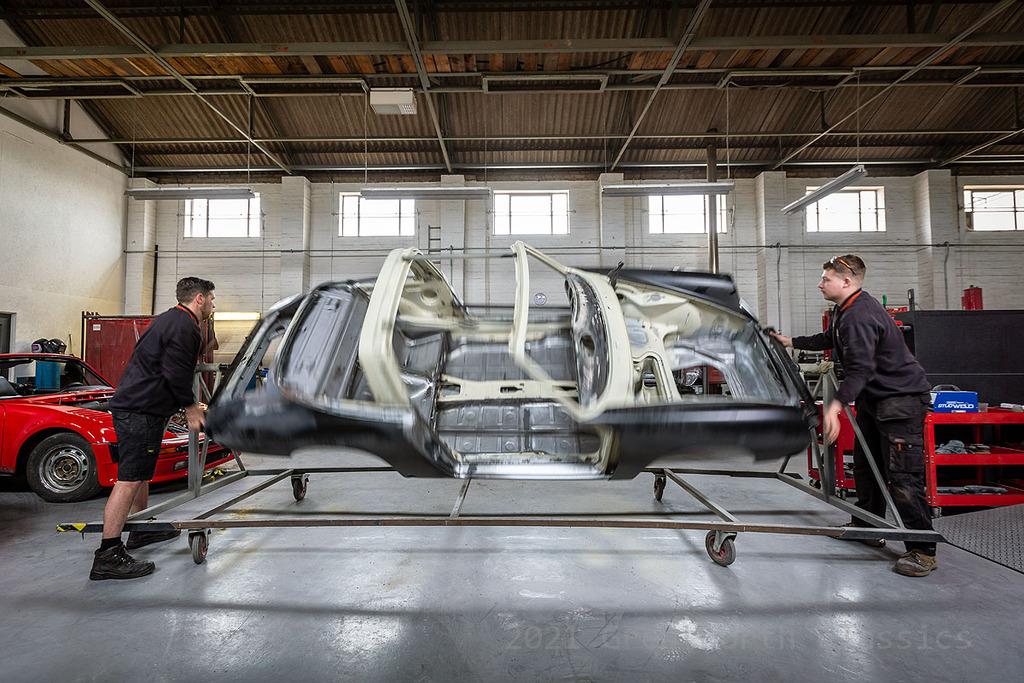 Porsche 911 on rotating jig